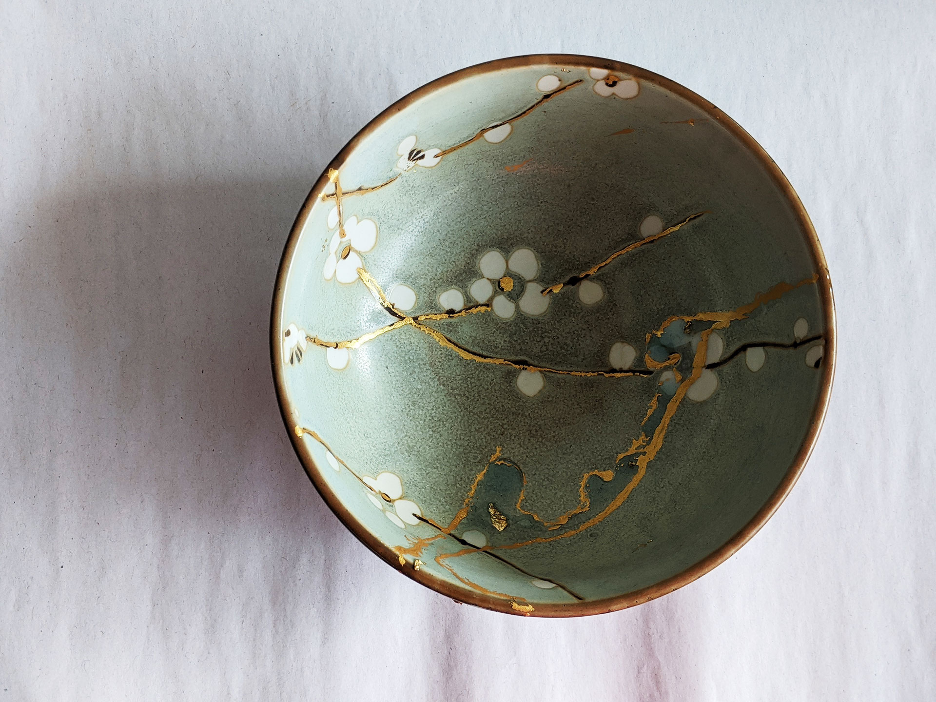 Kintsugi Repair: Gold color plus resin embedded with gold flakes