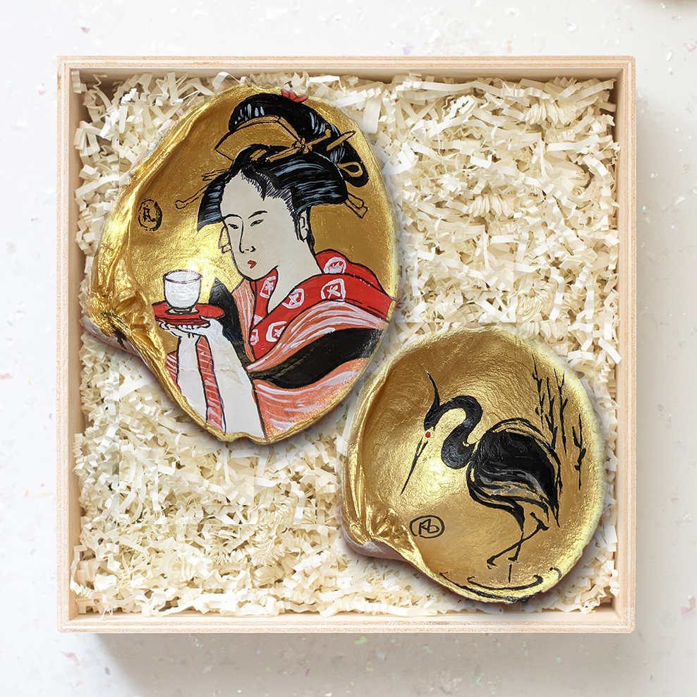 Japanese Vintage Painting in a Clam Shell